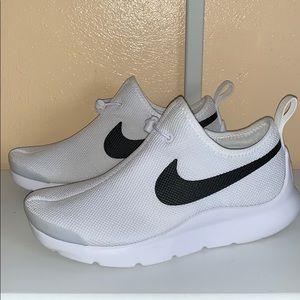 Nike Womens Aptare running sneaker
